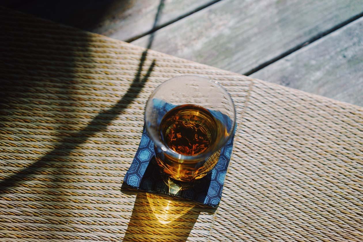 心静かに自然の中でお茶をいただく広尾町の旅